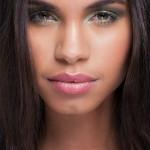 Sobrancelhas marcadas, pele nude e côncavo esfumado: tendência de beleza para inverno 2013.