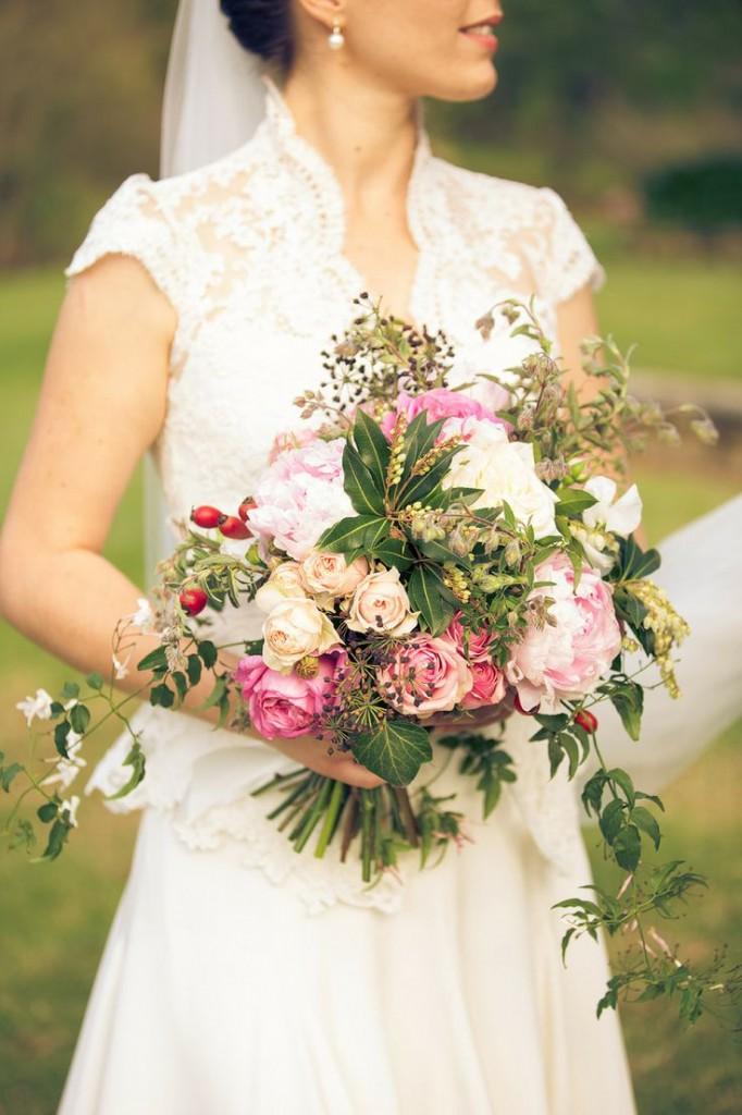 buquê-de-rosas-colorido-para-noivas 3