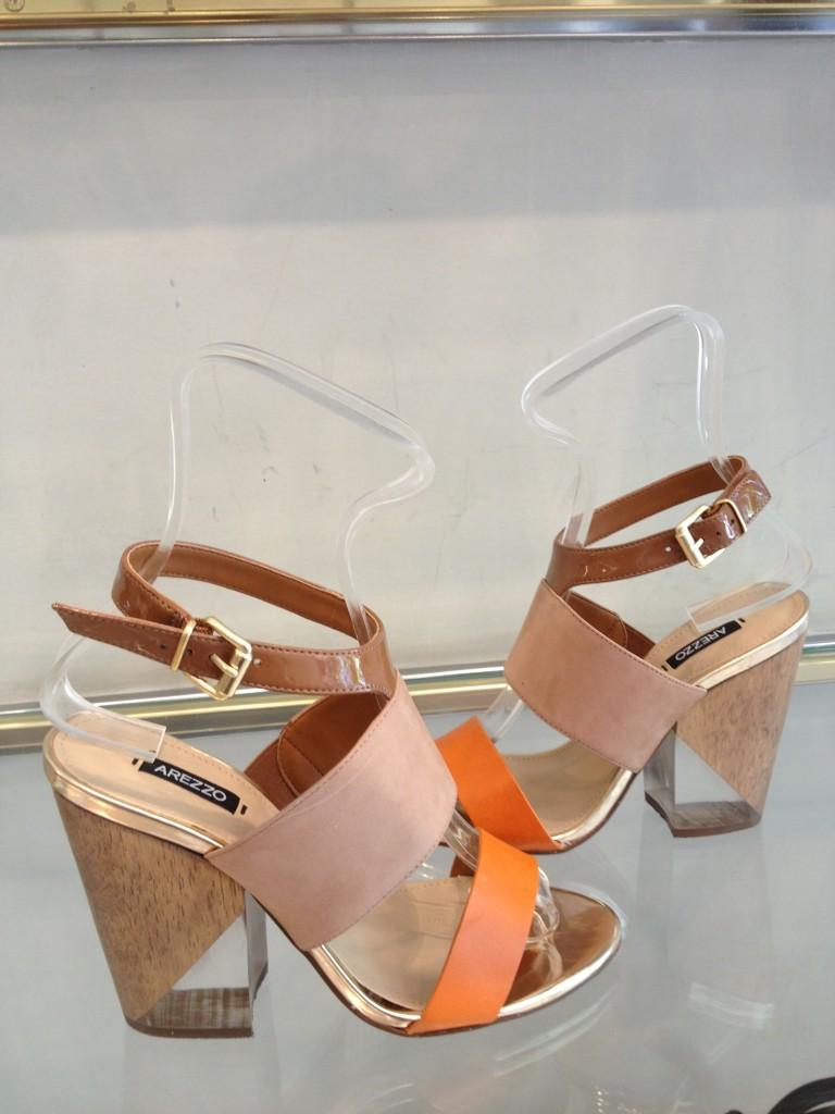tendência verão Estou bem caidinha por essa sandália. Foto: Alessandra Faria.