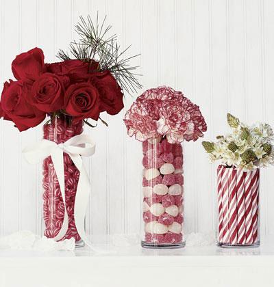 Esta decoração com flores e doces é um charme, mas acho que não chega até o natal. rsrsrs