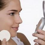 Dicas de maquiagem: 5 motivos para você levar um pó para se retocar!