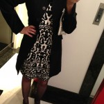Look do dia: vestido preto e branco + casaco!