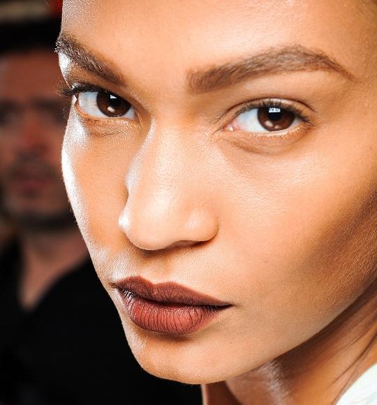 dicas-de-maquiagem-batom-marrom 3