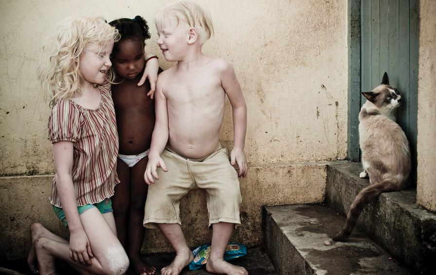 A probabilidade de um casal ter mais de um filho albino é uma em 1 milhão.