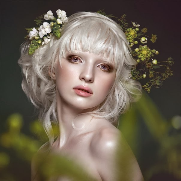 Nastya Zhidkova, modelo russa, considerada a albina mais linda do mundo.