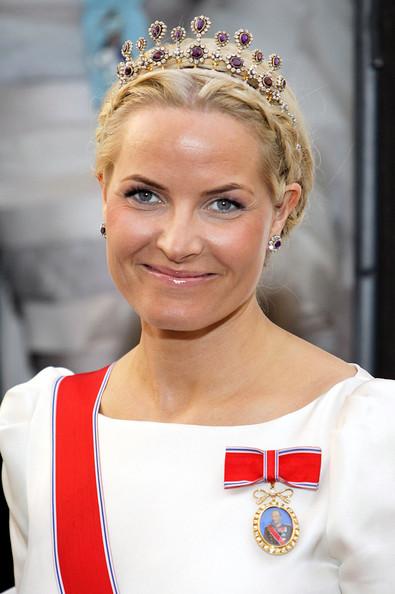 princesas-da-disney-mac-cosmetics-versus-princesas-reais-noruega