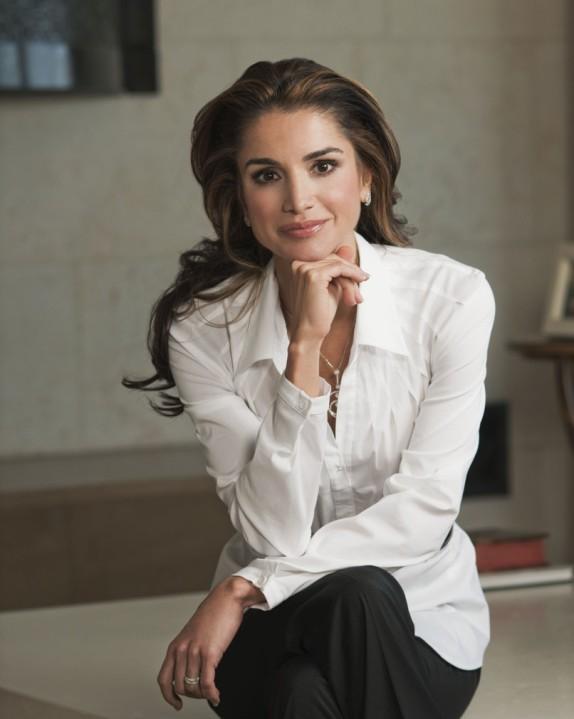 princesas-da-disney-mac-cosmetics-versus-princesas-reais-rania-jordânia