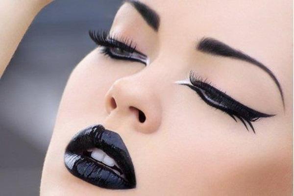 maquiagem_com_batom_preto