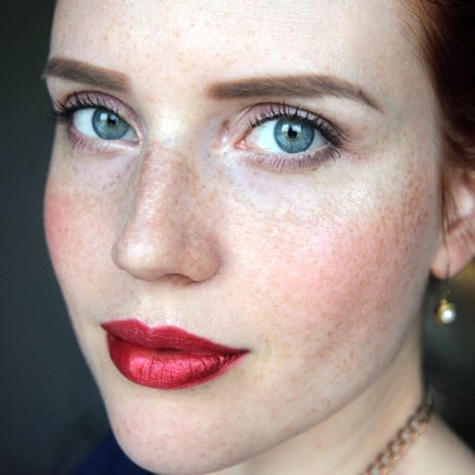 dicas_de_maquiagem_batom-metalico-vermelho