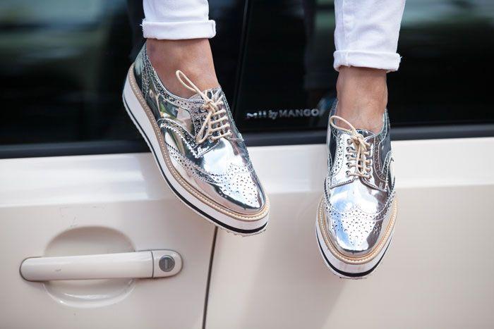 Resultado de imagem para sapatos prateados tendencia