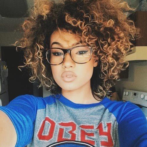cabelo_cacheado_curto_corte_cuidados_formato_de_rosto