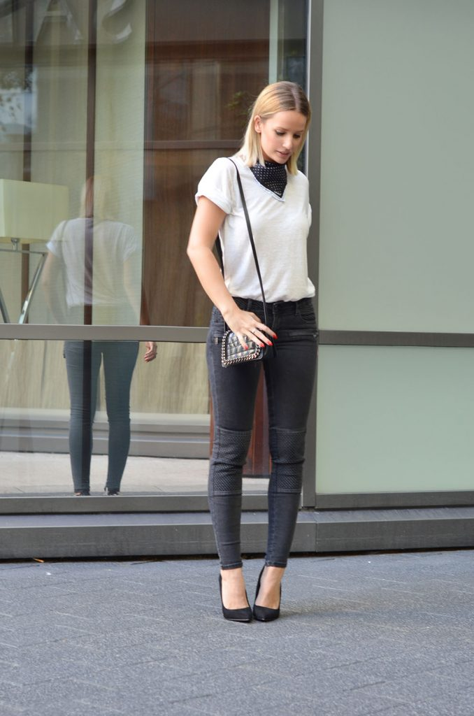 jeans_e_tee_street_style_por_alessandra_faria