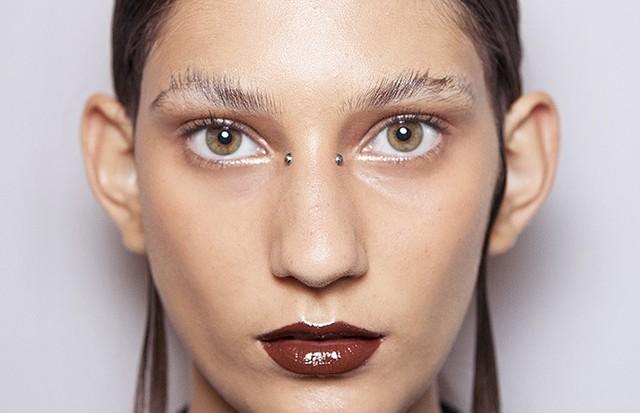 tendências_de_maquiagem_inverno_2017_sobrancelhas_por_alessandra_faria3