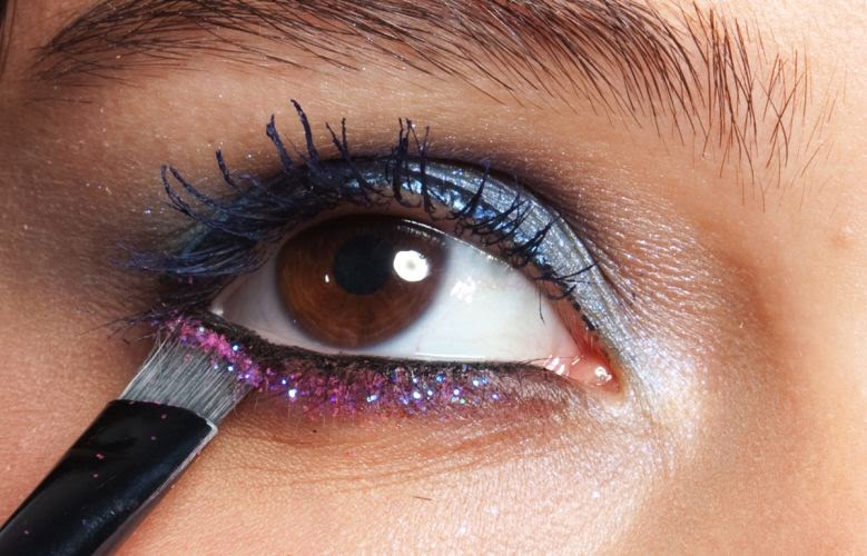 glittereyeshadow_cuidados_com_maquiagem_para_halloween_por_alessandra_faria2