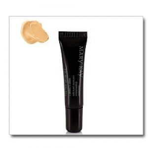 Corretivo líquido Yewllow Mary Kay - É líquido e quando aplicado se torna mais seco, sem ressacar a pele da pálpebra. Dá um resultado seco e mate. Se adapta a todo tipo e cor de pele.