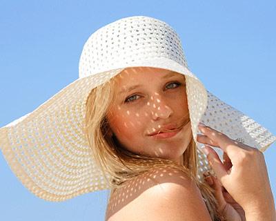 cabelos-cuidados-básicos-caseiros-Solução-Cabelos-Ressecados-Chapéu-de-praia