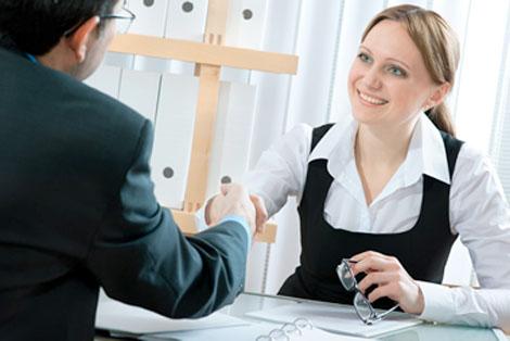 como se vestir para entrevista de emprego
