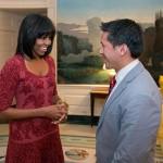 Novos cortes de cabelo de Michelle Obama e Taís Araújo.