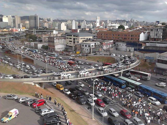 Imagens do protesto nas ruas de Belo Horizonte, 17/06/2013. Estamos vivendo a história.