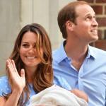 Kate Middleton e William apresentam bebê real.