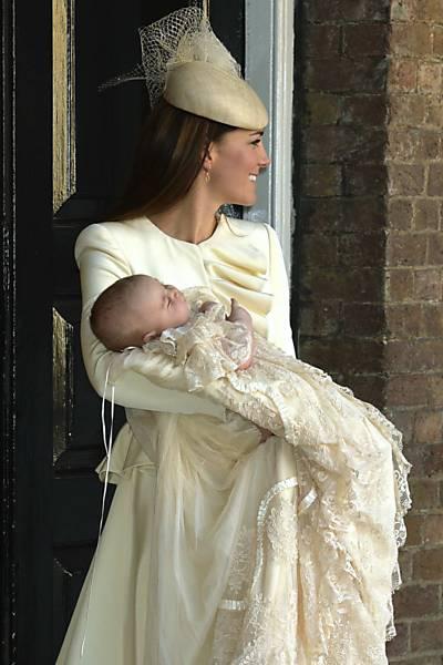 batizado do príncipe george look kate midleton