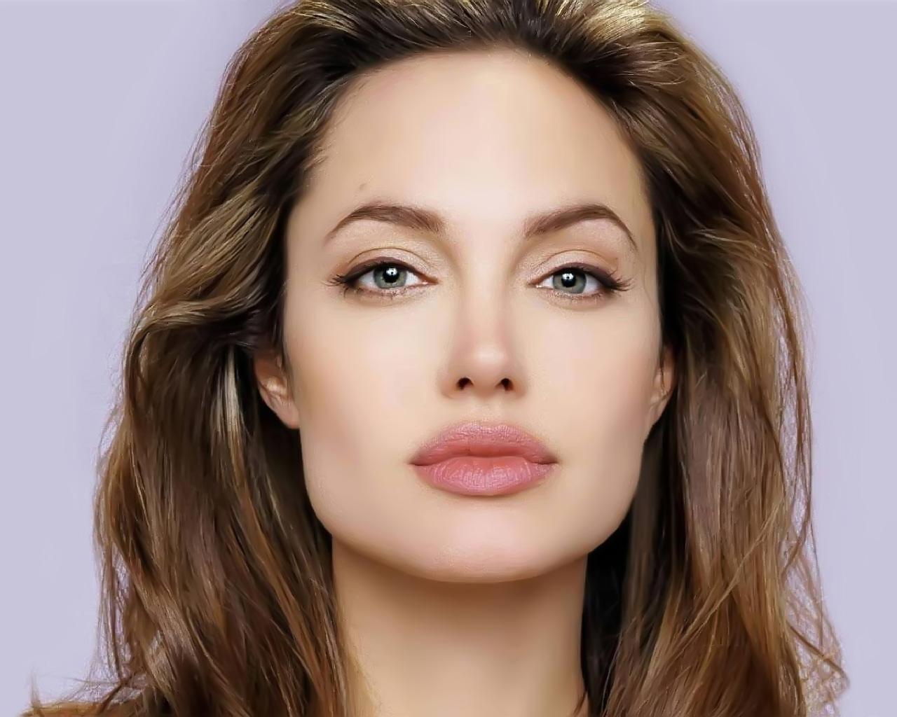 a851388dbdd8f O rosto de Angelina Jolie é quadrado na parte de baixo e oval na parte de