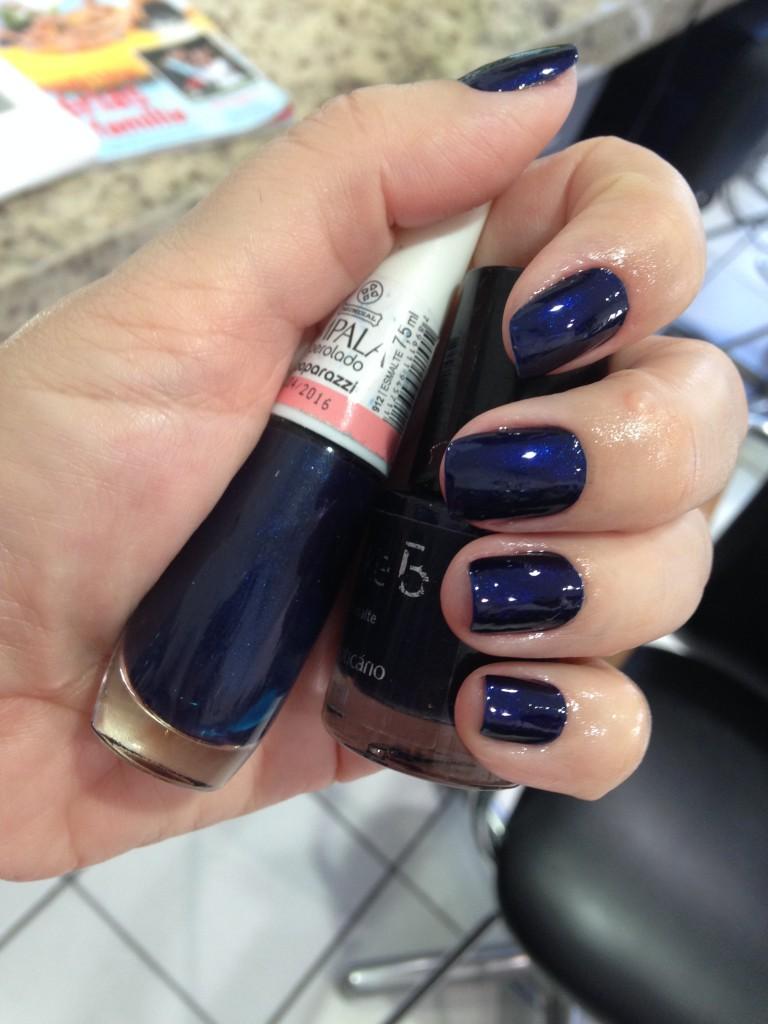 classic blue nail, cor do ano 2020, por Alessandra Faria