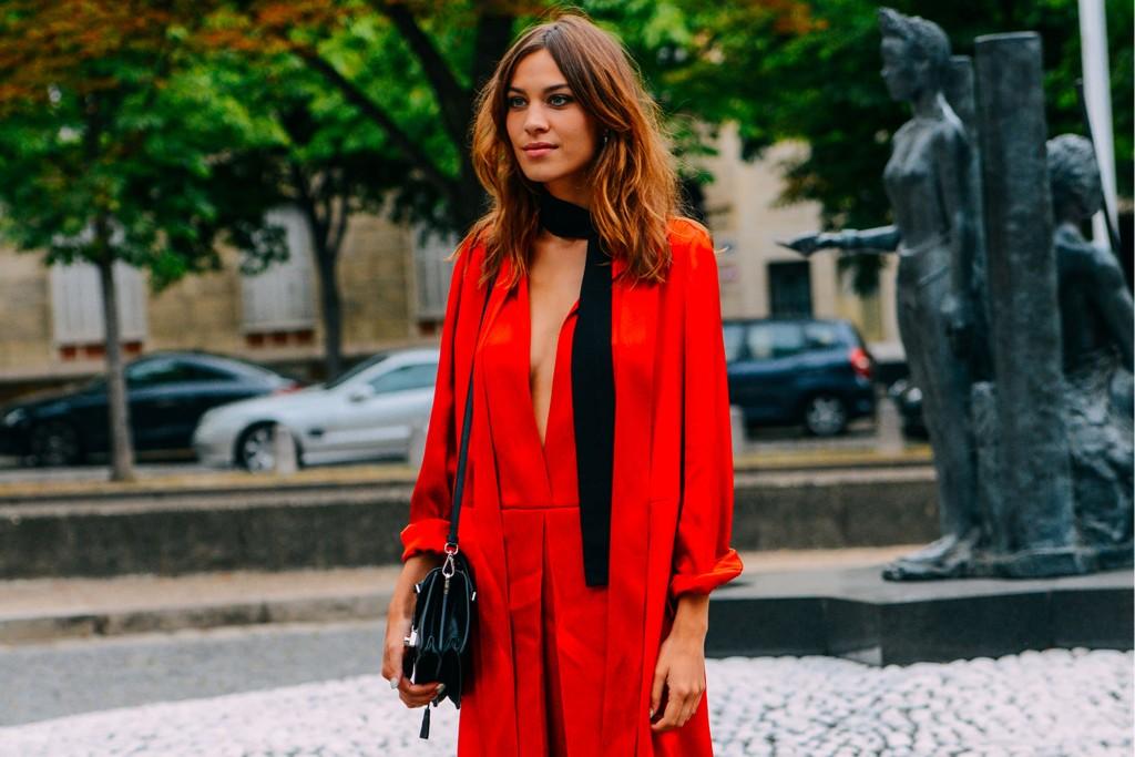 trend_alert_alexa-chung-skinny-scarf