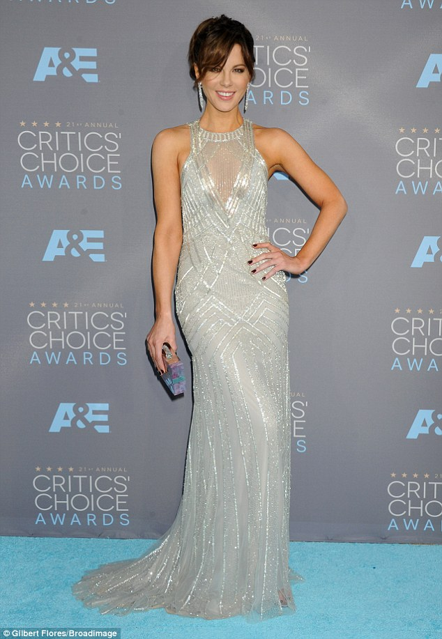 maquiagem_Kate-Beckinsale-Dress-Critics-Choice-Awards-2016 2