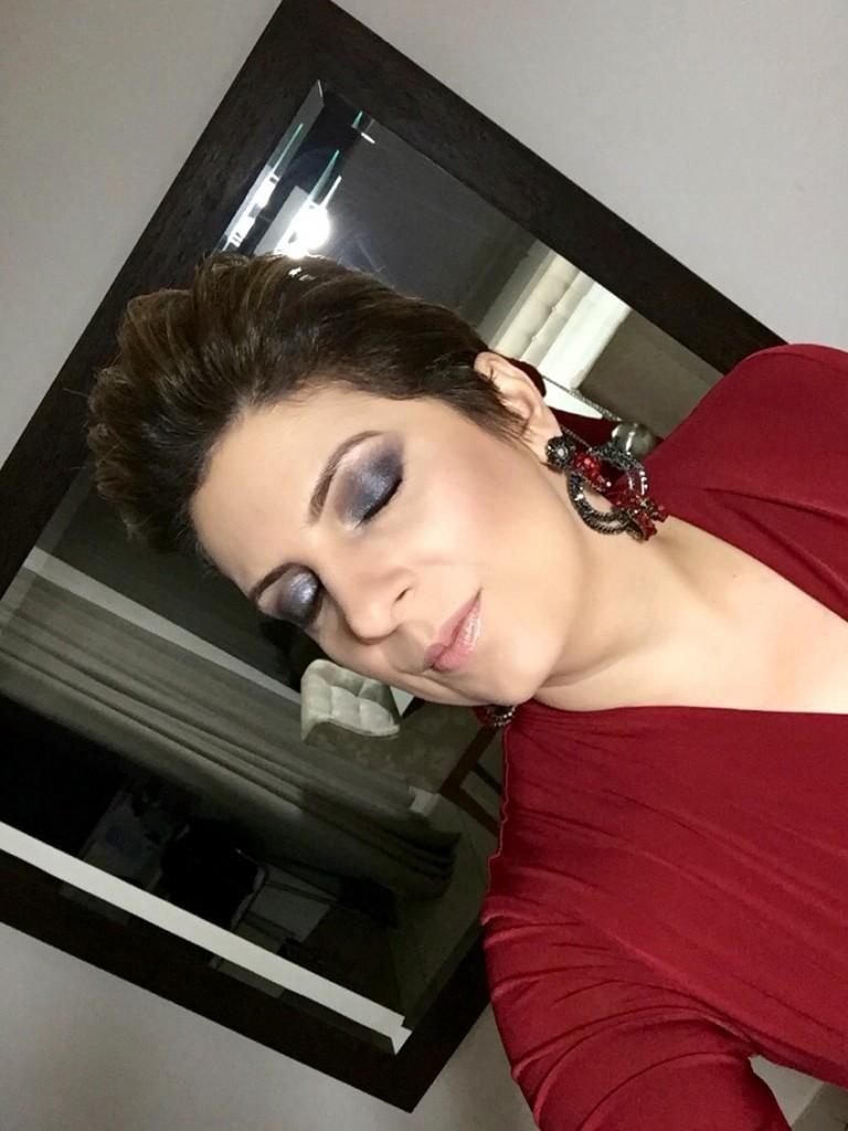 Maquiagem_casa_construir_look_do_dia_jumpsuit_vinho_por_alessandrafaria