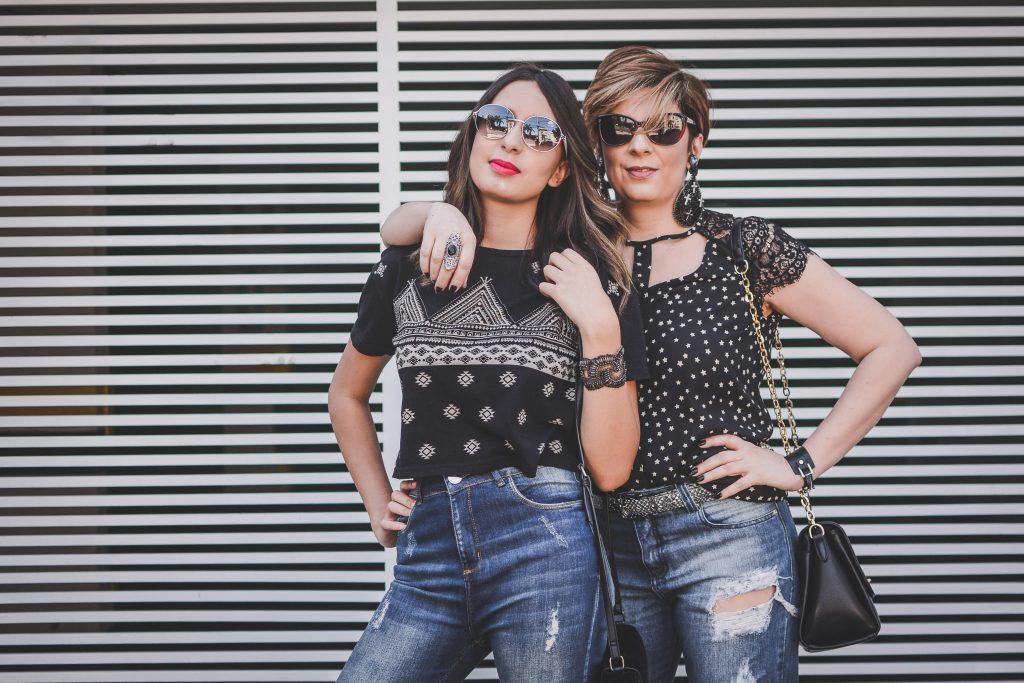 street_shooting_look_do_dia_duplo_mãe_e_filha_calça_flare_jeans_destroyed_por_alessadra_faria_fotometrar2