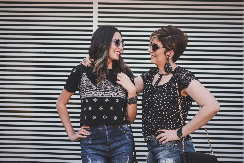street_shooting_look_do_dia_duplo_mãe_e_filha_calça_flare_jeans_destroyed_por_alessadra_faria_fotometrar1