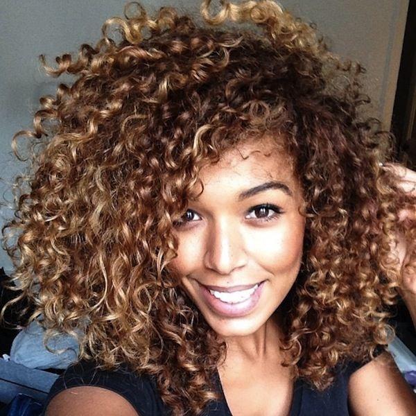 cabelos_cacheados_curtos_loiros