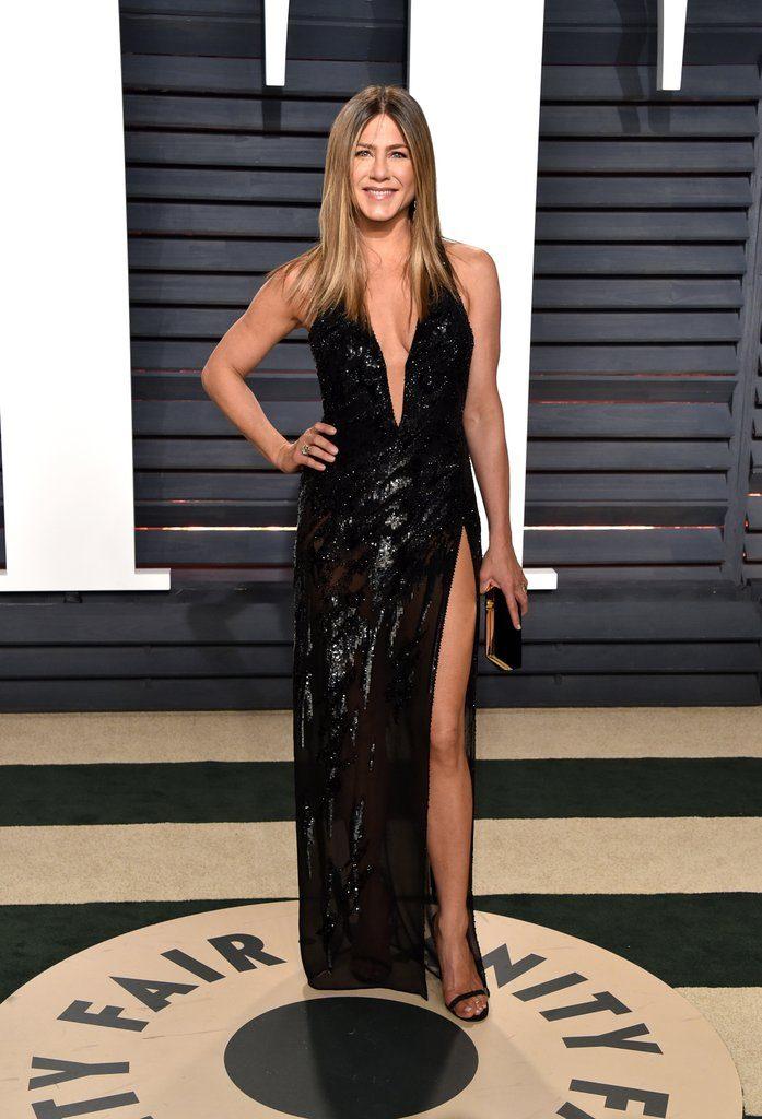 oscar_2017_red_carpet_por_alessandra_faria_Jennifer-Aniston-Versace-2017-Oscars