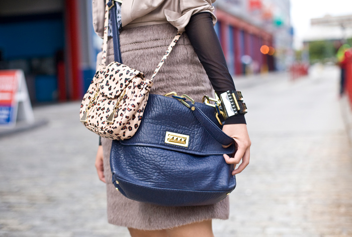 street_fashion_double_bag_trends_duas_bolsas_por_alessandra_faria4