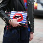 Street fashion trends: double bag!