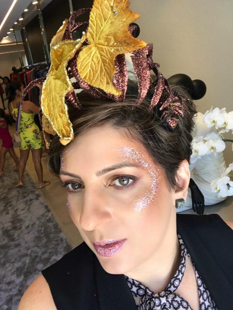Customização de abadá e maquiagem de carnaval com glitter por Alessandra Faria