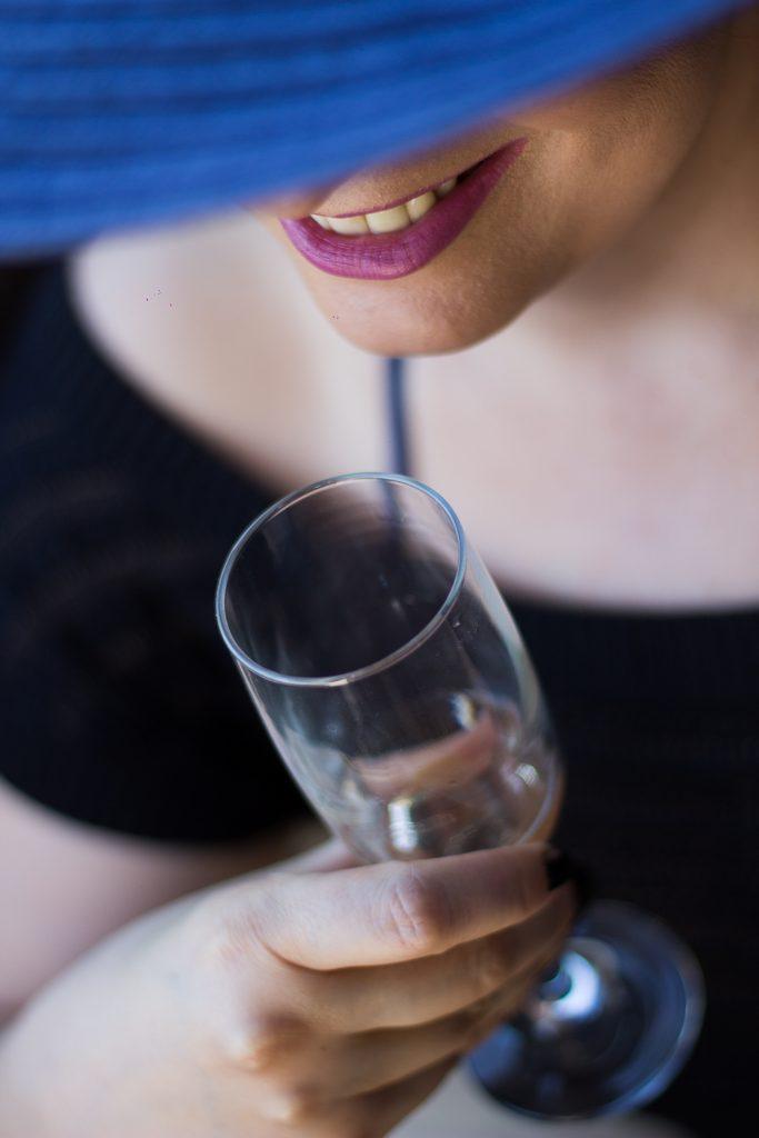 Como não deixar a taça tirar seu batom. Dicas de Maquiagem por Alessandra Faria