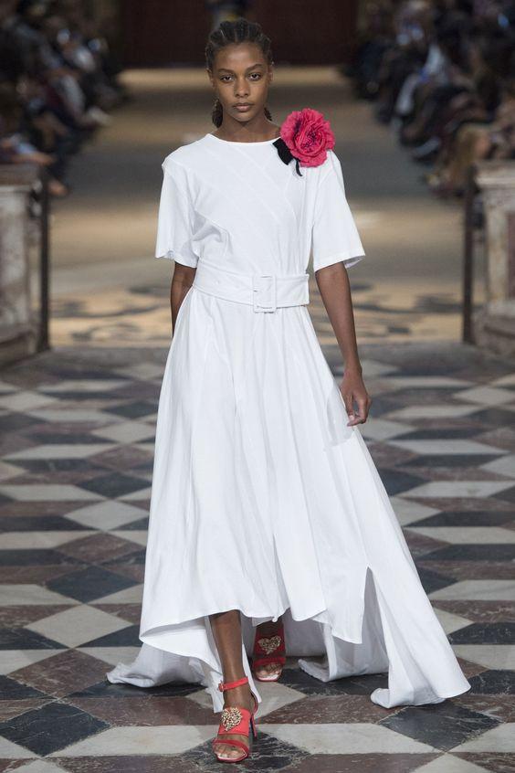Vestido branco, tendência nas redes sociais por Alessandra Faria