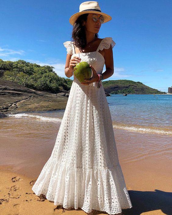 Vestido em tecido de laise branco para se inspirar por Alessandra Faria