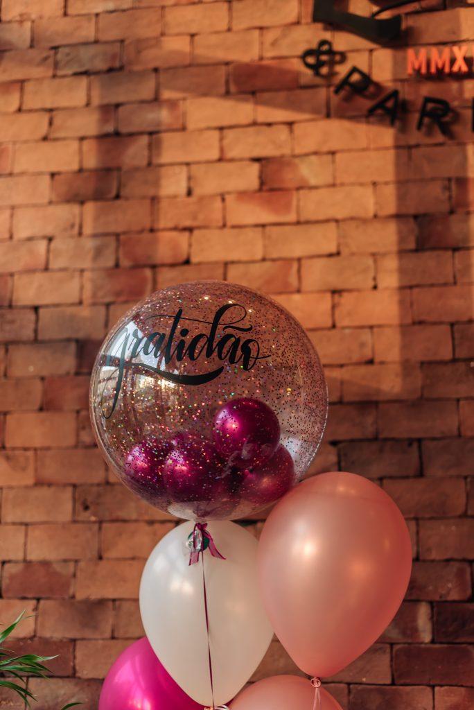 balões personalizados festa 50 anos da Alê