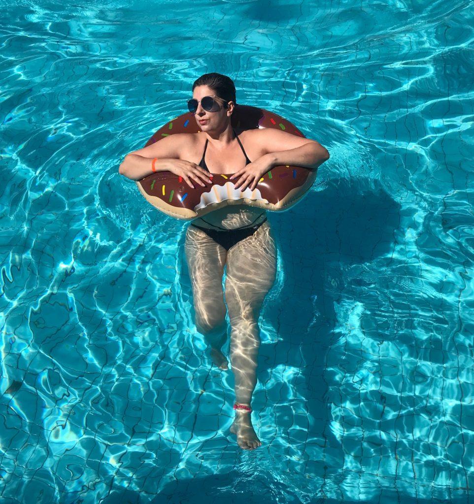 Como cuidar da pele no verão adequadamente para prevenir de doenças da estação por Alessandra Faria