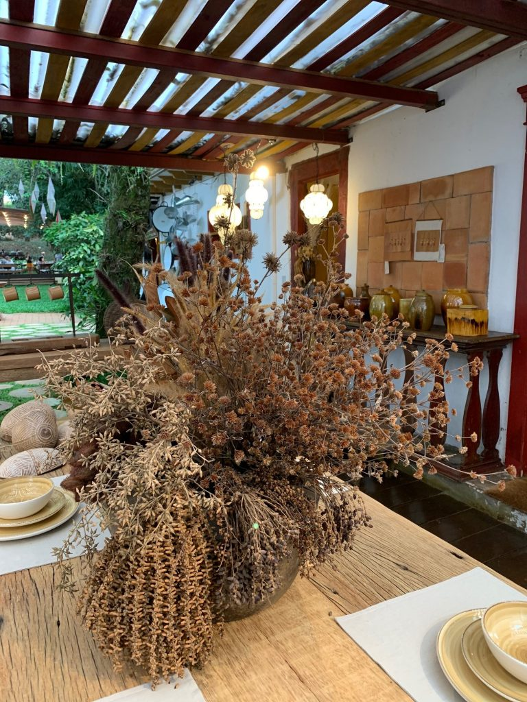 Flores secas e arranjos na decoração por Alessandra Faria