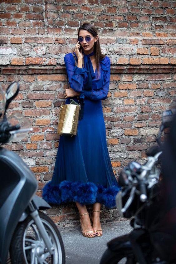 Look monocromático classic blue, cor do ano 2020 por Alessandra Faria