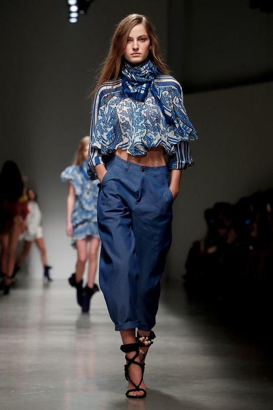 Look azul clássico cor do ano 2020 por Alessandra Faria