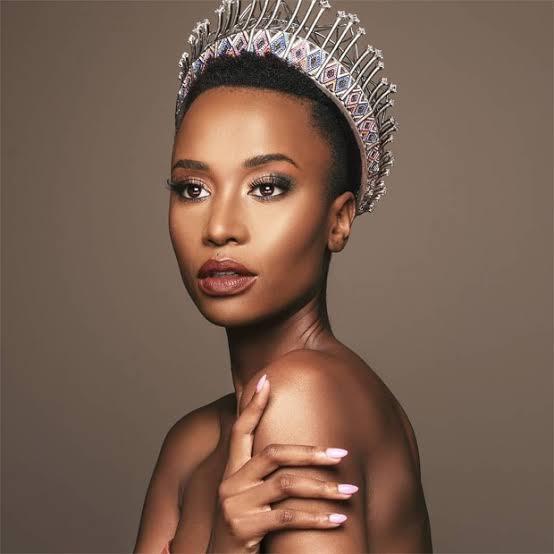 Tunzi, sul africana de 26 anos vence o Miss Universo 2020 por Alessandra Faria