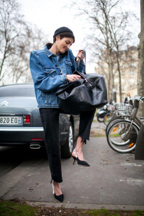 peças jeans para investir no verão 2020 por Alessandra Faria jaqueta jeans mais cropped black jeans e sapato chanel