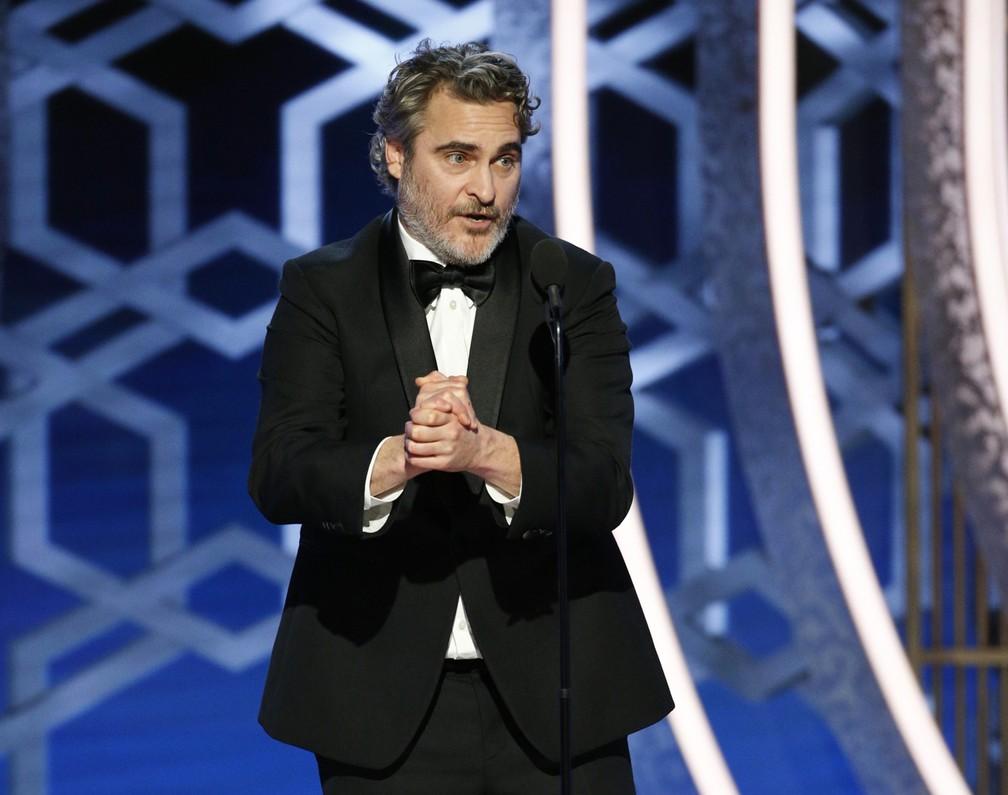 Look sustentável de Joaquim Phoenix no Golden Globes 2020  por  Alessandra Faria