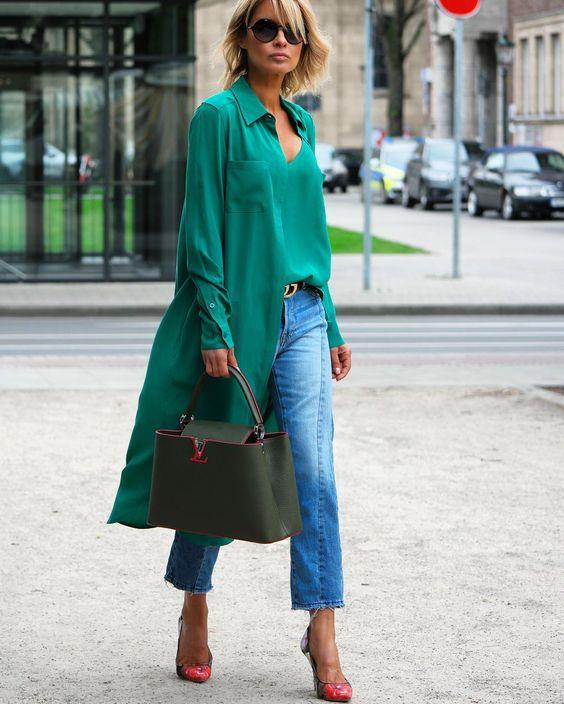 3 peças em jeans para investir no verão 2020 por Alessandra Faria cropped jeans mais maxi camisa verde de cetim