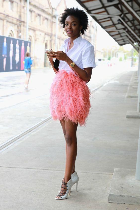 Plumas do loungewear style na moda de rua é tendência para as próximas estações por Alessandra Faria
